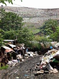 Die Payatas: Das Armenviertel liegt direkt neben der Müllkippe.