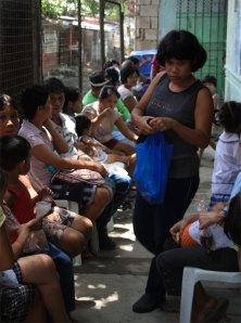 Mehr als 100 Patienten warten täglich auf die ambulante Sprechstunde.