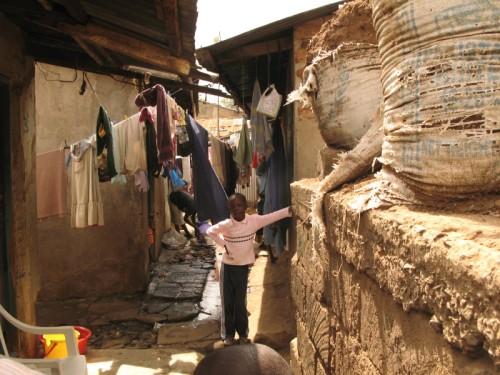 Kenia Nairobi Mathare Slum Mädchen