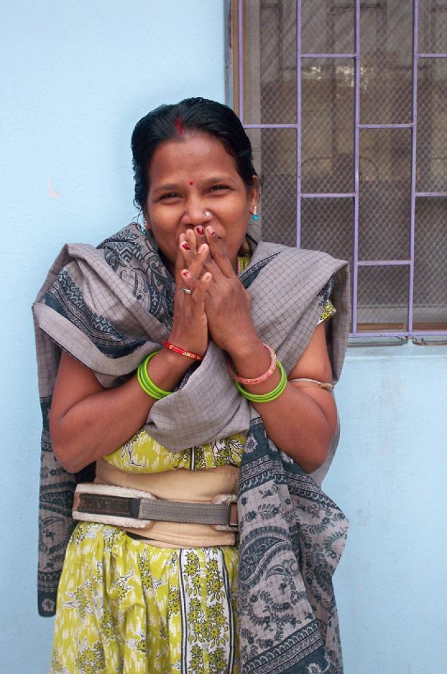 Indien Kalkutta Frau geheilt und glücklich