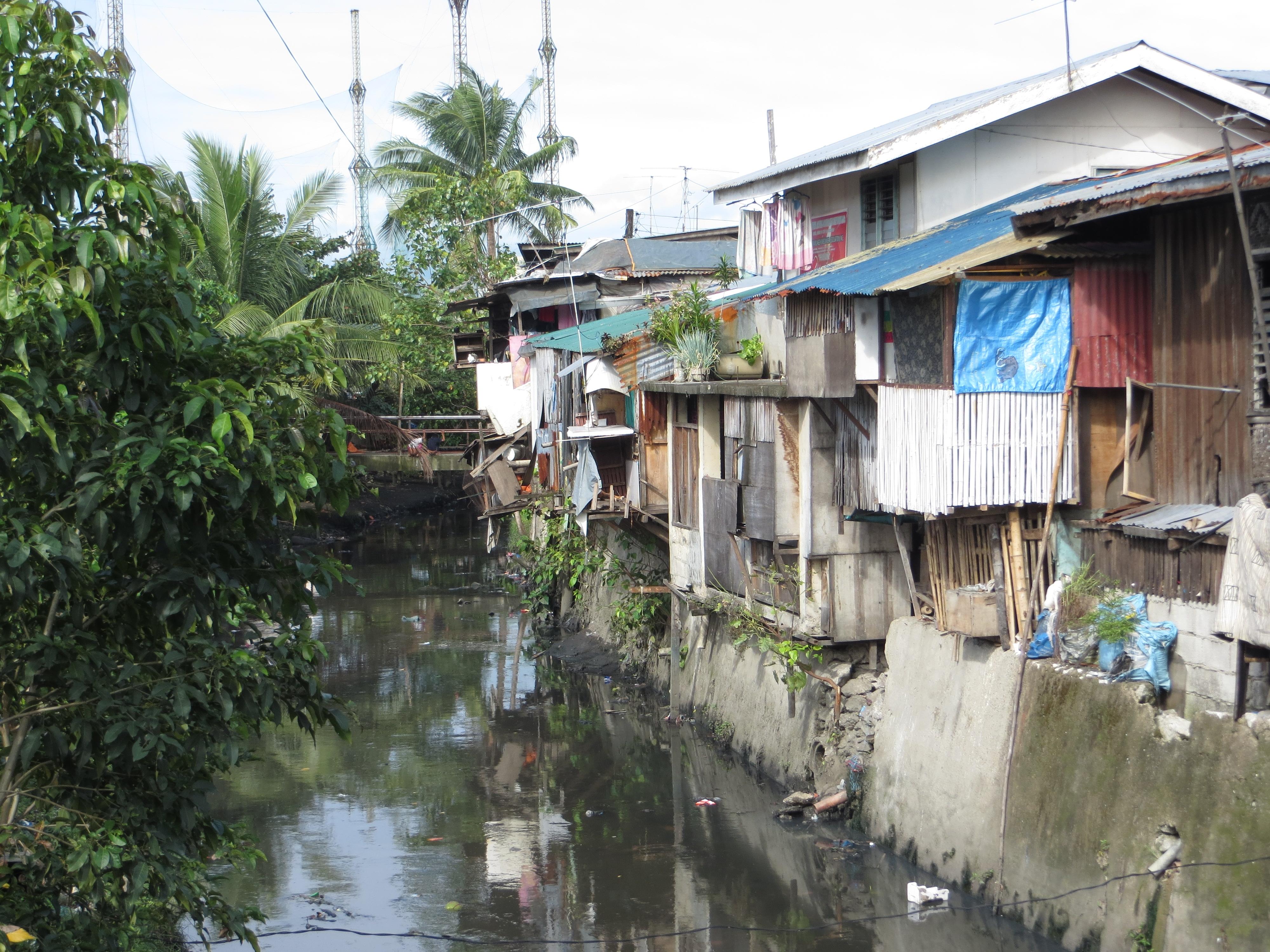 Blick auf das Slumgebiet von Maharlika