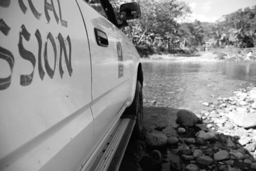 Medical Mission, Über Stock und Stein - und durchs Wasser